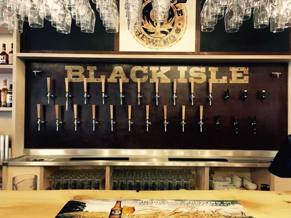 Black Isle Bar à Inverness avec ses rangés de 23 tireuses de bières artisanales.